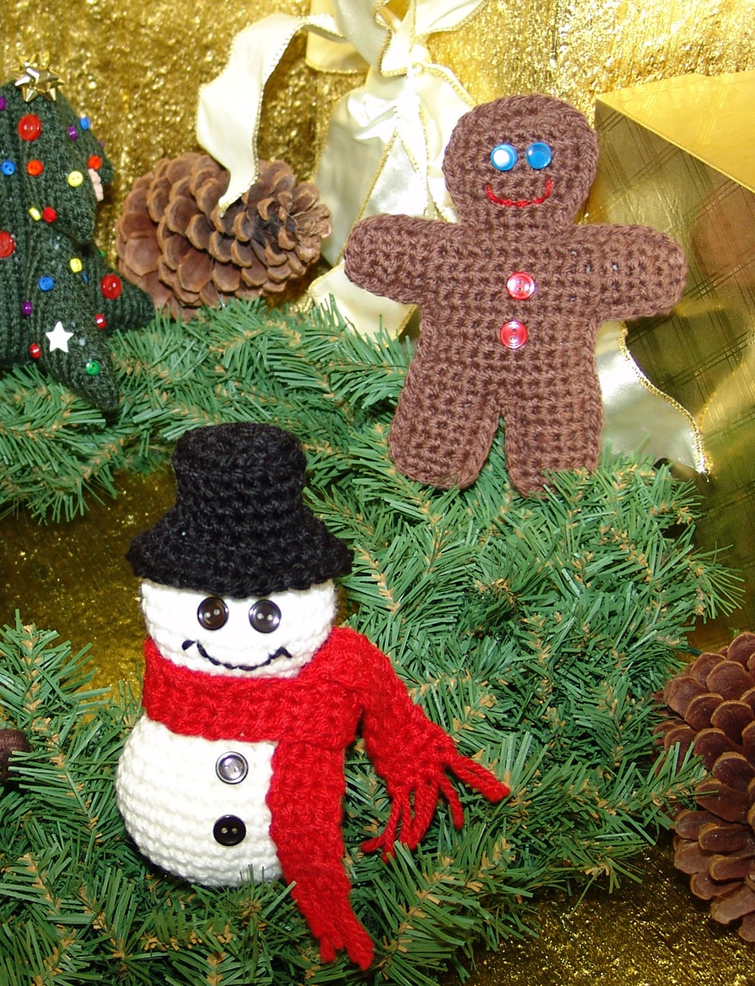 Knitted Xmas Tree Decorations Patterns : Christmas Ornaments - Patterns Yarnspirations
