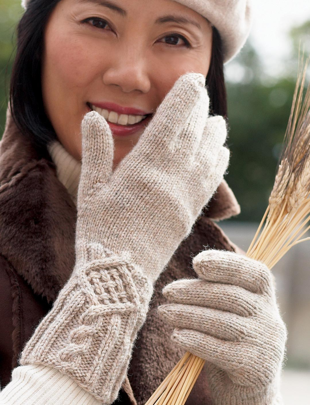 Cable Detail Gloves