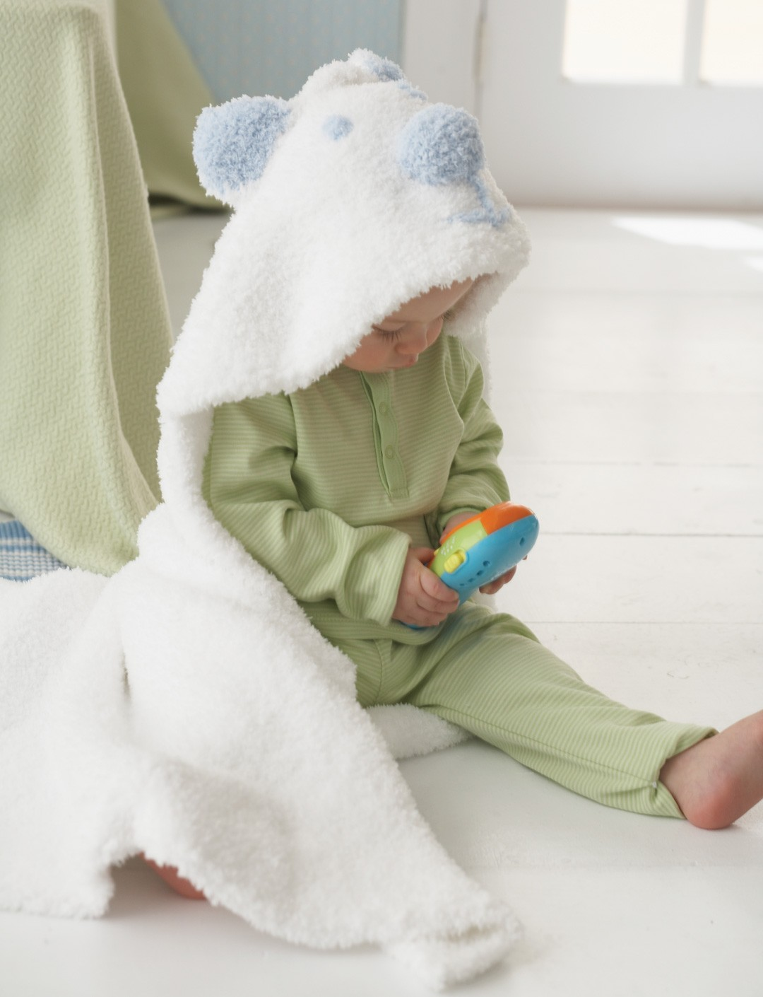 Knitting Pattern Baby Hooded Blanket : Bernat Cozy Cub Hooded Blanket, Knit Pattern Yarnspirations