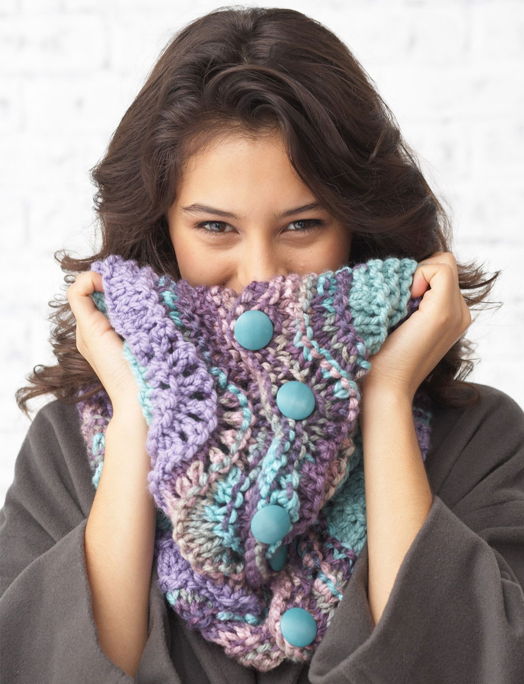 Softee Chunky - Feather and Fan Cowl (knit)