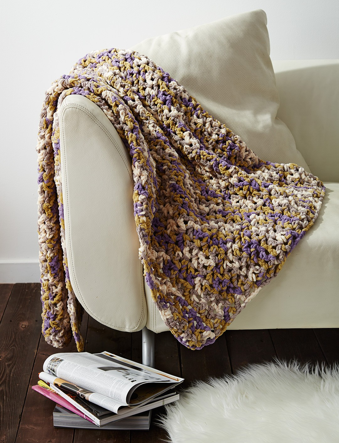 Crochet Patterns Using Bernat Blanket Yarn : Easy Peasie Blanket - Patterns Yarnspirations